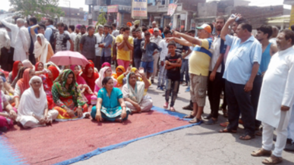 Jammu erupts over the opening of liquor shops in residential areas