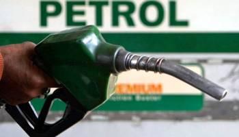 Petrol crosses Rs 100 mark in Kashmir